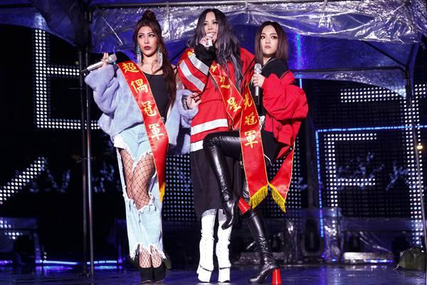 张惠妹《偷故事的人》万人演唱会台北开唱 携手艾怡良、徐佳莹合体演唱新歌《傲娇》